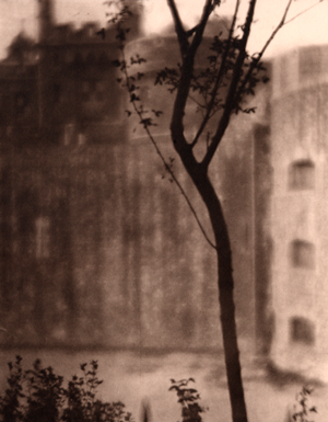 © GEH/31-Studio - Alvin Langdon Coburn - Tower of London - 31-Studio Platinum Print